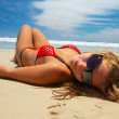 Attractive girl is lying on the beach — Stock Photo