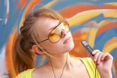 Mädchen mit mp3-player — Stockfoto