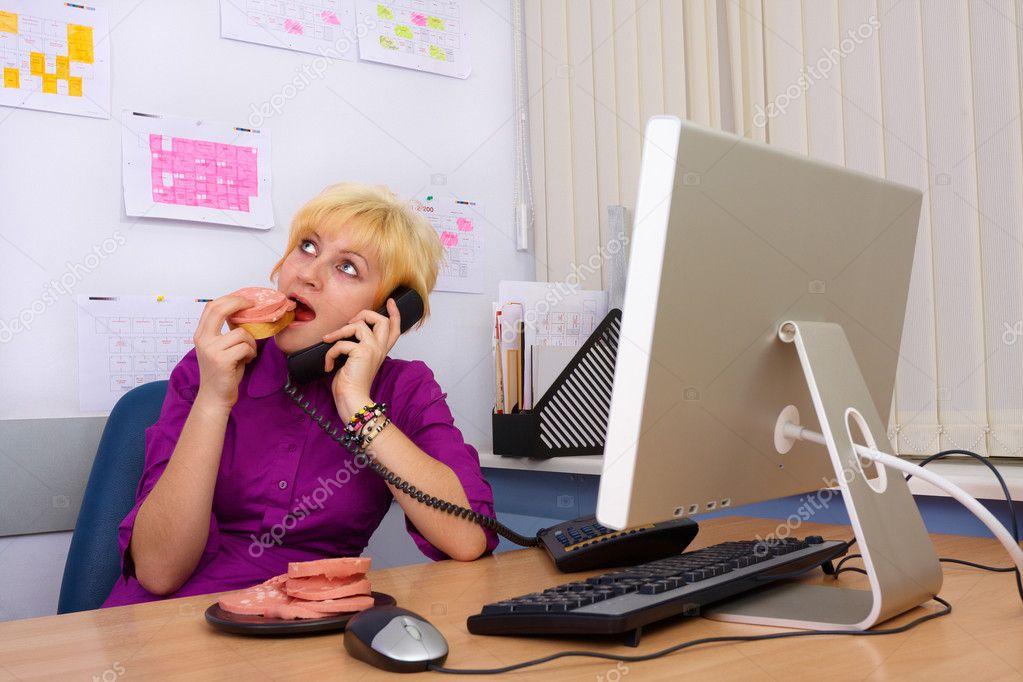 Секретаршу в обеденный перерыв 2 фотография