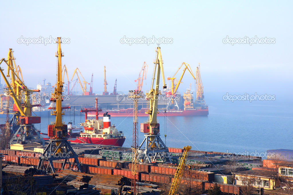 Black sea cargo port in Odessa, Ukraine — Stock Photo #1436250