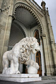 Marble lion by the Vorontsovsky palace — Stock Photo