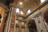 Inside cathedral of St. Peter in Vatican — Stock Photo