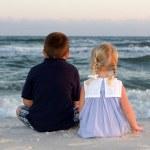 Boy & Girl Sit At The Beach — Stock Photo