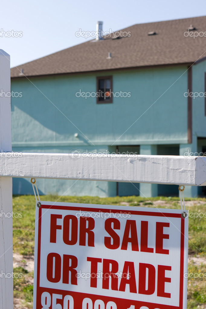For sale or trade sign sits out in front of a home. — Stock Photo #1412877