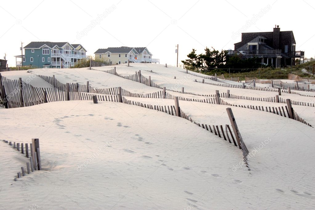 Seasonal and vacation homes are built in the dunes along the Outer Banks of North Carolina. — Stock Photo #1412901