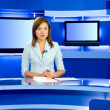 televisie anchorwoman op tv-studio — Stockfoto