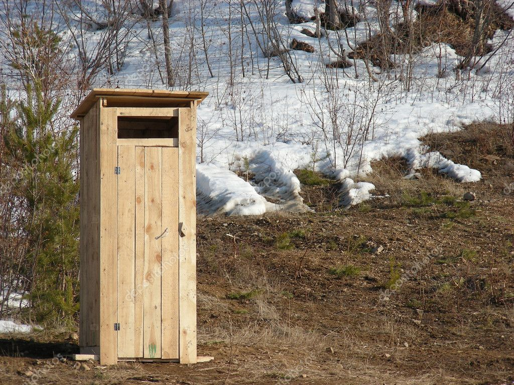 New made wooden toilet in winter forest — Foto Stock #1424615