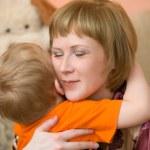 Mom hugs son — Stock Photo