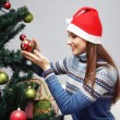 Girl decorating Christmas tree — Stockfoto