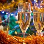dos copas de champagne de Navidad — Foto de Stock