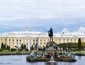 The Grand Peterhof Palace and Neptune — Stock Photo