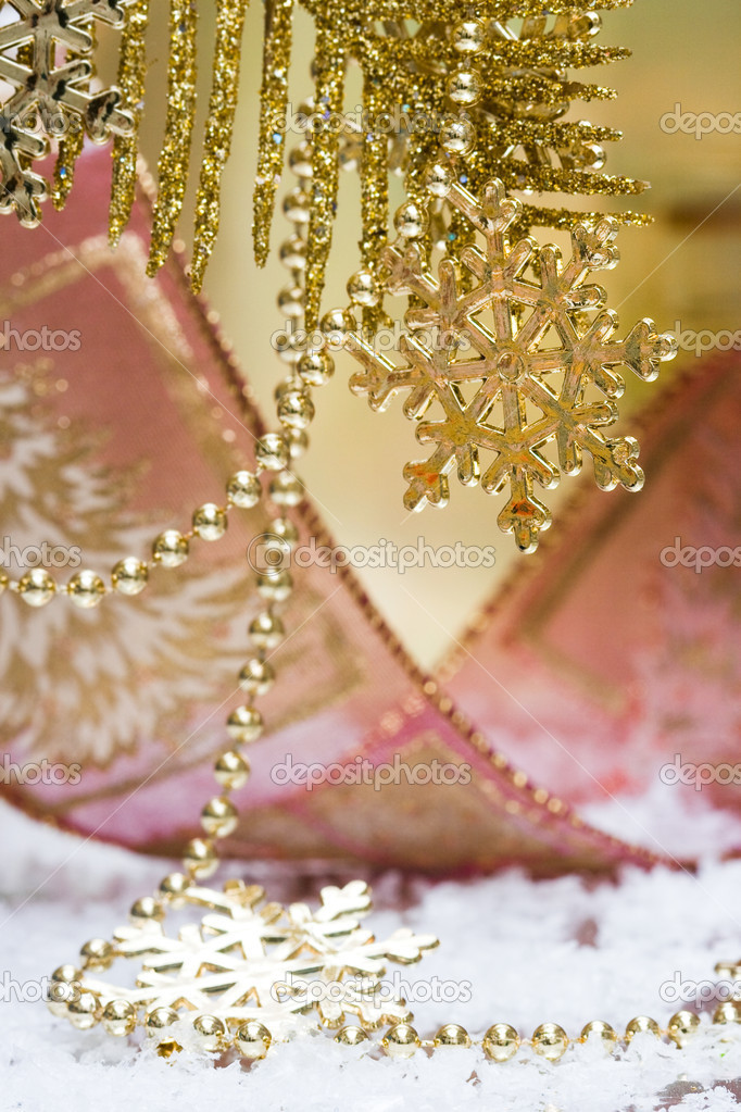 Golden snowflake on Christmas tree — Foto Stock #1414946