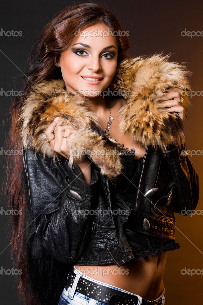 Beautiful fashionable woman with fur — Stock Photo #1417434