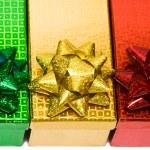 scatole regalo variegata con fiocco — Foto Stock