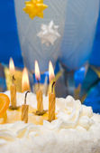 Cake and candles on celebratory table — Stock Photo