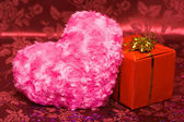 Scatola regalo con cuore rosa — Foto Stock