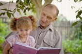 Farfar och barnbarn — Stockfoto