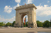 Triumphal Arch with flag — Stock Photo