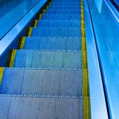 Move escalator in modern office centre — Stockfoto