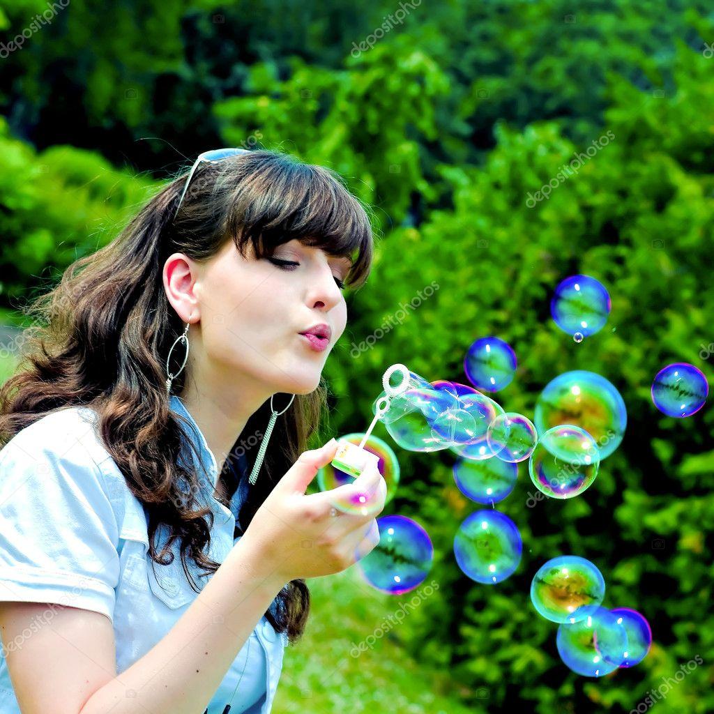 Фото беременной с мыльными пузырями
