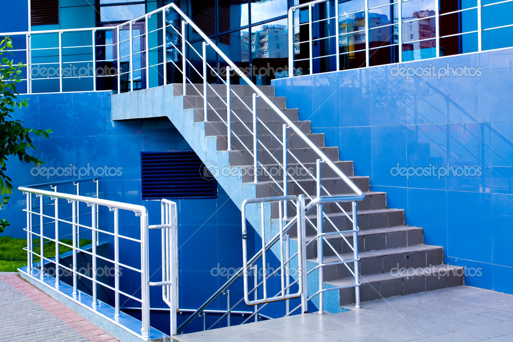 Marble staircase with a steel handrail in a modern building — Stock Photo #1431062