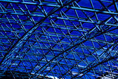 Blå abstrakt taket i office — Stockfoto