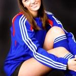 Красивая девушка с футбольным мячом — Стоковое фото