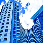Vue de dessous aux gratte-ciel de l'entreprise — Photo