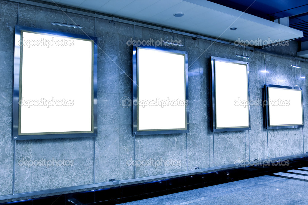 Wall in museum with empty frames — Stock Photo #2592532
