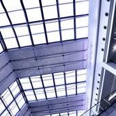 Gri cam tavan — Stok fotoğraf