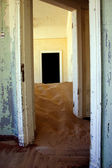 Sand dune inside a kolmanskop house — Stock Photo