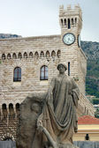 Montecarlo Prince's Palace and memorial statue — Stock Photo
