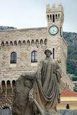 Montecarlo Prince's Palace and memorial statue — Stock Photo