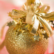 Golden christmas ball — Stockfoto
