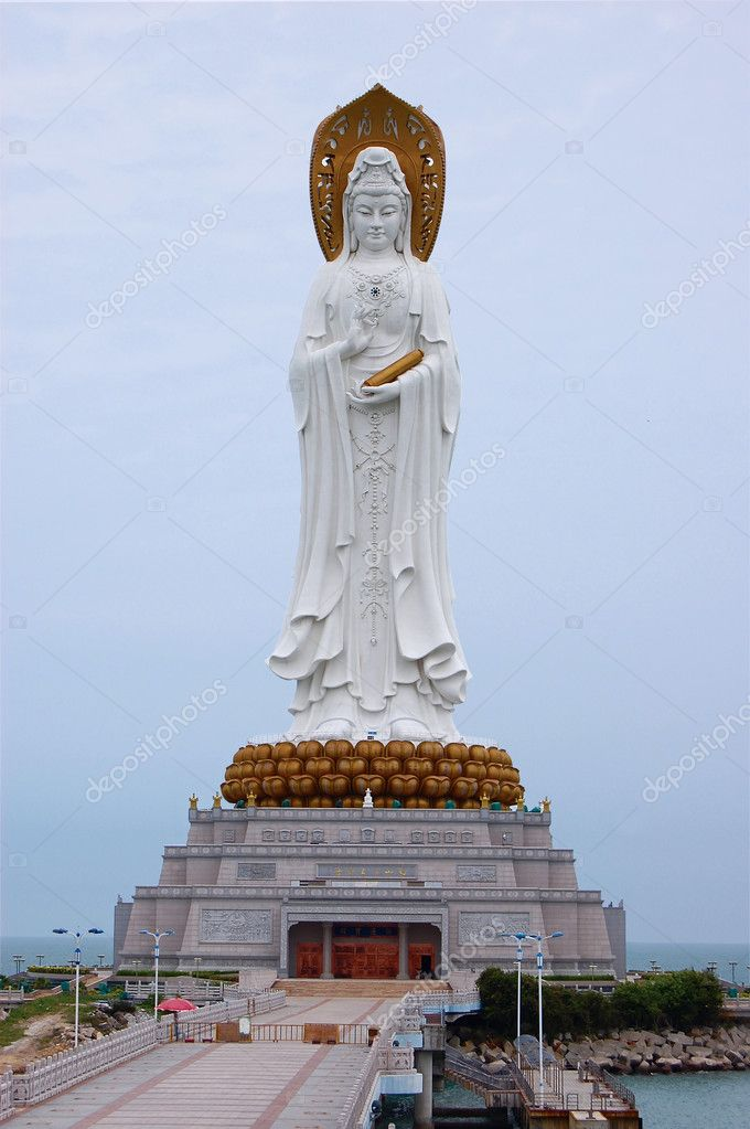 108 meters nanshan Guanyin statue on South Sea China, Hainan.  Stock fotografie #1535464
