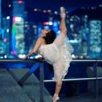 bellissima ballerina balletto all'aperto — Foto Stock #1420740