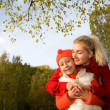 Mother and daughter outdoors — Foto de Stock