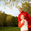 Foto Stock: Mother and daughter outdoors