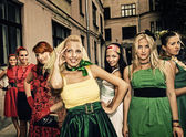 Güzel kadınlar retro dikey grup — Stok fotoğraf