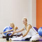 Dělá protahovací cvičení — Stock fotografie