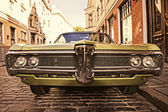 Retro car on the street — Stockfoto