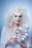 Schneekönigin mit einem magischen zweig — Stockfoto