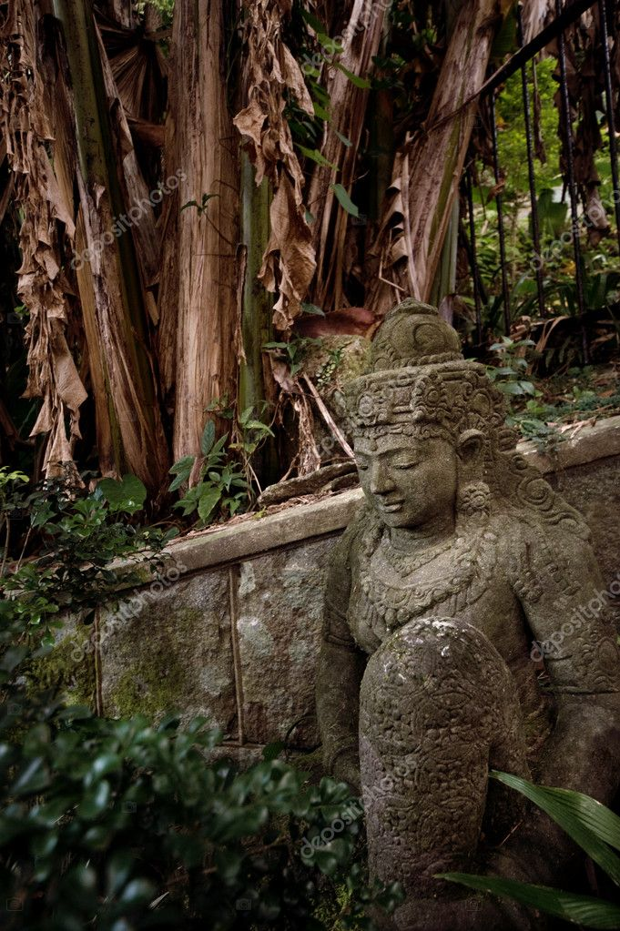 Ancient statue in the forest — Stock Photo #1420649