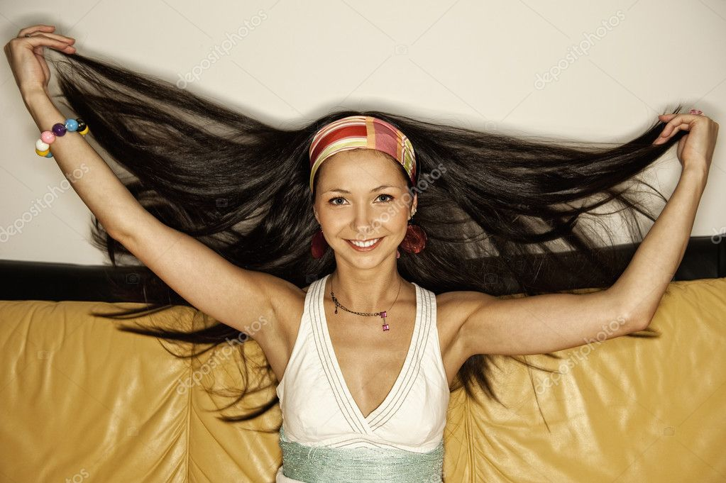 Beautiful young woman — Stock Photo #1421129