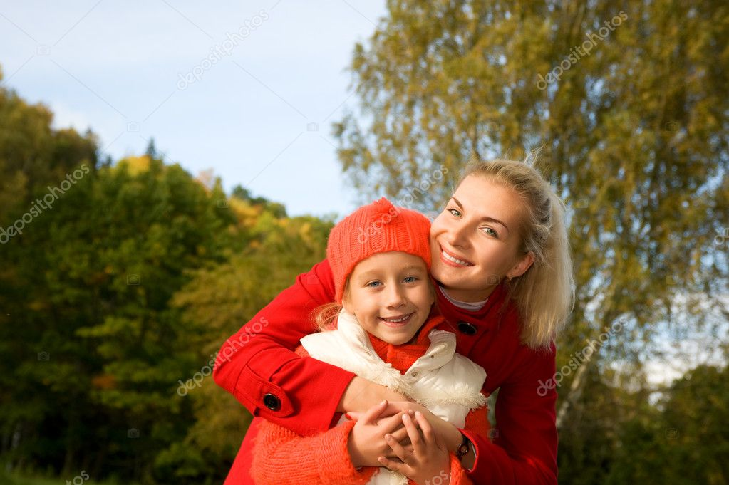 Mother and daughter outdoors — Stock Photo #1421166