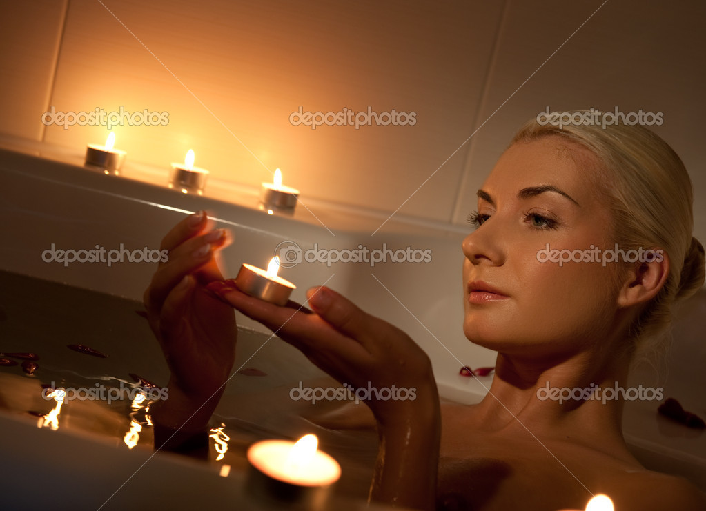 Lovely young woman relaxing in bathroom — Stock Photo #1422685
