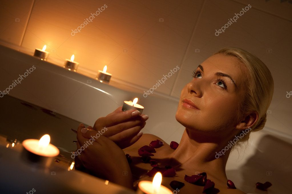 Lovely young woman relaxing in bathroom  — Stock Photo #1423006