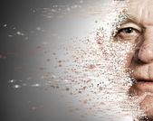 La cara de anciano cayendo a pedazos — Foto de Stock