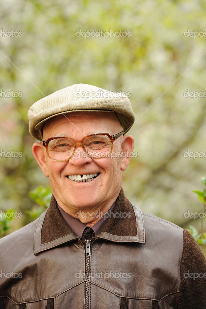 Happy elderly man in the garden — Stock Photo #1741062