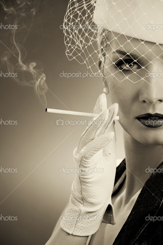 Beautiful smoking woman. Retro portrait — Stock Photo #1741884